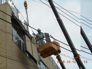横浜市青葉区ビルで外壁壁面材解体撤去作業