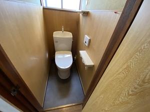 外壁塗装OB M様邸にてトイレを交換しました。