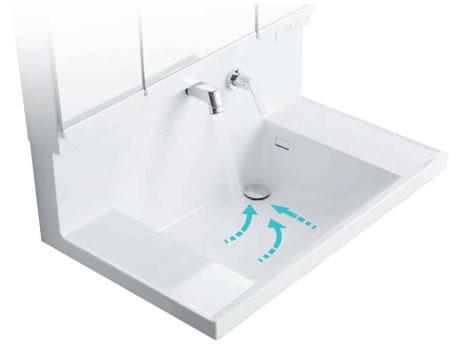 水がコーナーの排水口へまっしぐらに流れる設計。泡や髪の毛をスイスイすべるように押し流すので、使うたびにキレイに。お手入れもラクラクです。